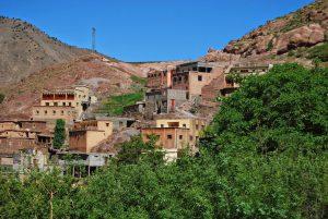 een berberdorpje tegen een berg